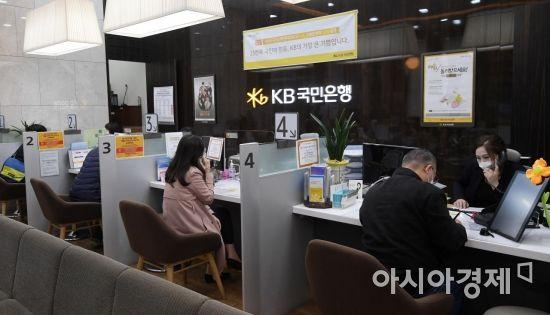 은행권 '대출 조이기' 도미노…연말까지 추가 조치 불가피