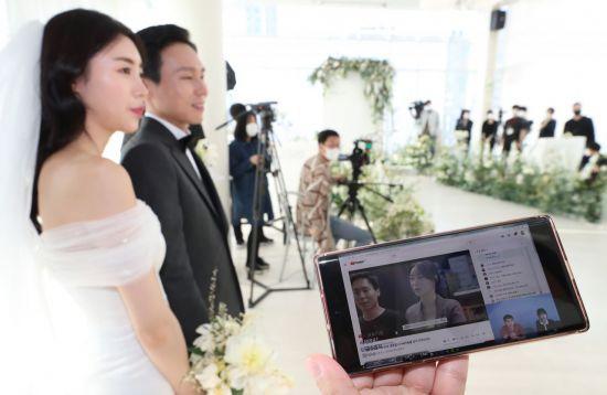 """""""코로나19, 결혼의 안정성 희석…미혼율 더 높일 수도"""""""