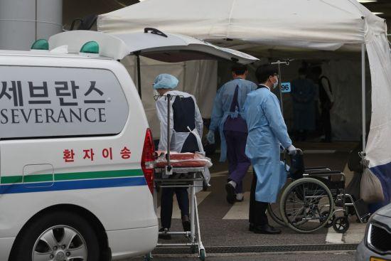세브란스병원 환자 2명 '혈장치료'로 코로나19 완치(상보)