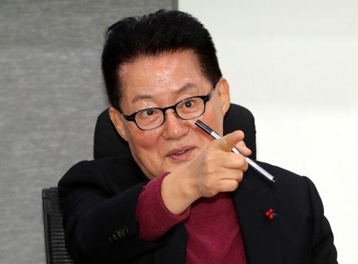 """박지원 """"민주당, 윤미향 당선인 의원 되기 전 정리해야"""""""
