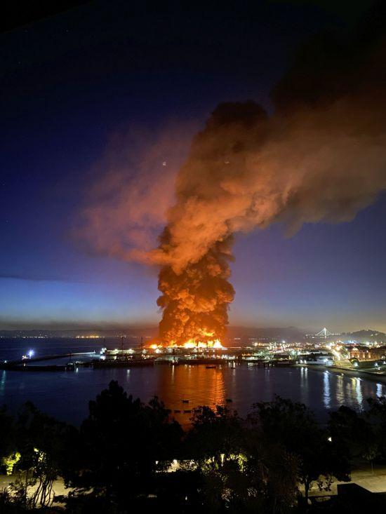 美 샌프란시스코 유명 관광지 '피셔맨스워프' 화재…인명피해는 없어