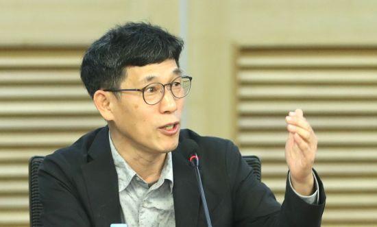 """진중권 """"홍준표, 당에서 쫓겨나 극우 포퓰리즘에서 살길 찾네"""""""