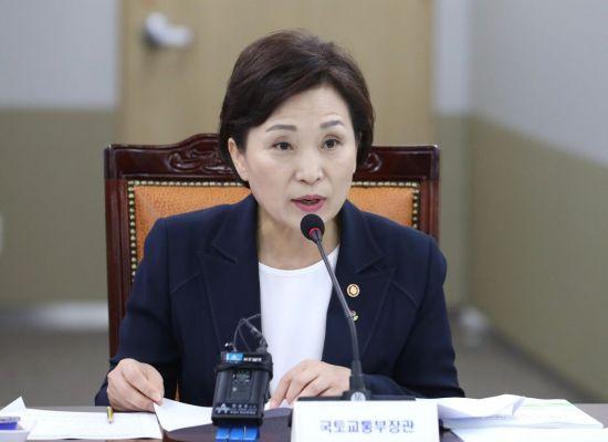 """김현미 """"부동산 정책, 종합적으로 잘 작동하고 있다"""""""