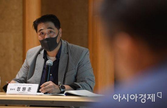 [포토] 토론하는 정원준 교수