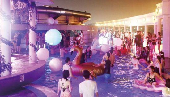 이 시국에 풀파티…일부 호텔·펜션 무방비 '버블 파티'