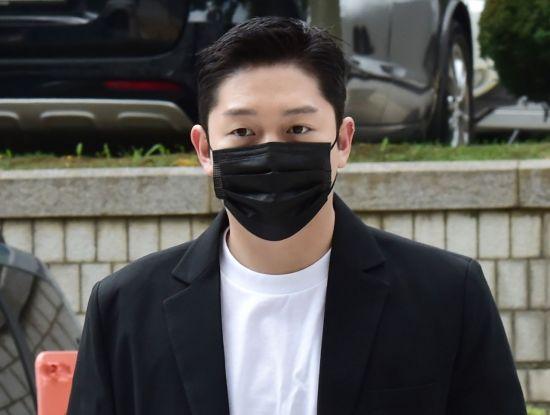 법원, '故구하라 폭행·협박' 최종범 2심서 징역 1년 실형 선고… 법정구속
