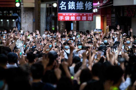"""홍콩보안법 첫 기소…""""식당에 붙인 포스트잇도 법 위반"""""""
