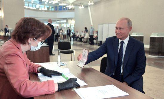 푸틴 러시아 대통령 '장기집권' 위한 국민투표 가결