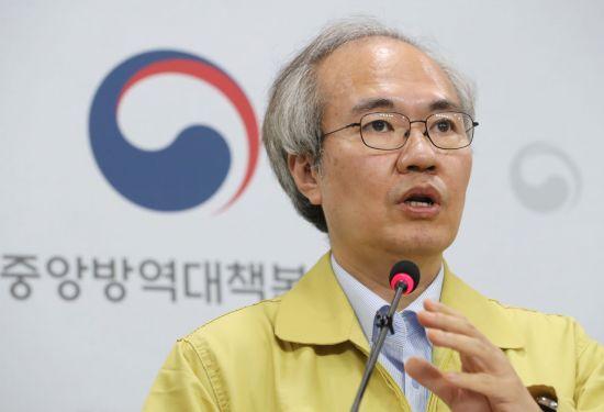 """방역당국 """"불필요한 실내 모임, 연기·취소해달라"""""""