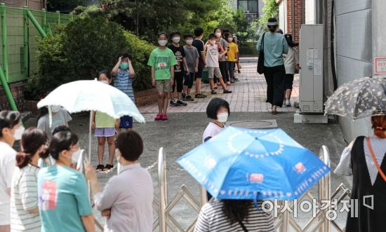 [포토]묵현초등학교, 전교생 대상으로 코로나19 검사 실시