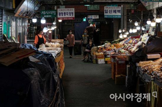 [포토]코로나19 여파에 한산한 광장시장