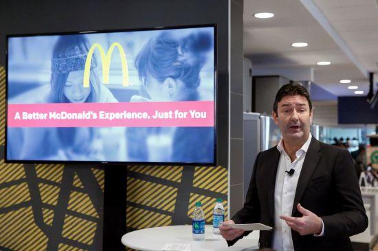직원 다수와 성관계 맺은 맥도날드 전 CEO…470억 퇴직금 날리나