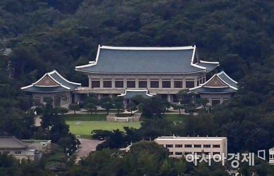 """靑 """"北 통지문, 김정은 위원장 남녘동포에 미안하다"""" (상보)"""