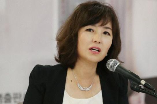 """공지영 """"김부선, 전 남편이 보냈다는 음란사진 공개하라"""""""