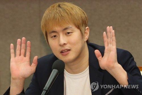 """[종합]""""성관계로 대기업 입사?"""" 기안84 '복학왕' 여혐 논란…과거 장애인 비하도"""