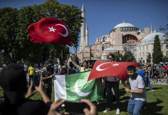 터키, 코로나19 확진자 1243명…45일만에 최대