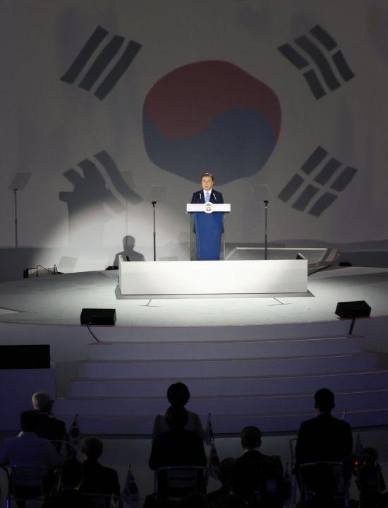 """文대통령 """"핵무기보다 최고의 안보정책은 남북협력"""""""