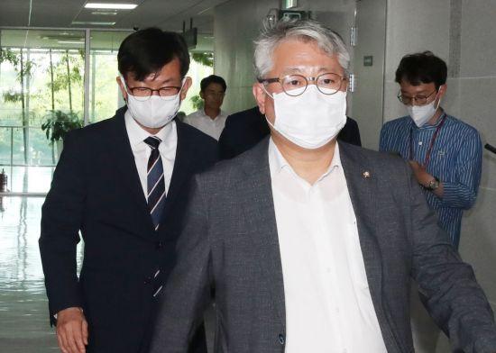 """""""배신자 국민의힘 가라"""" 박용진 '문빠' 좌표 찍혔나…'집단 비난' 봇물"""