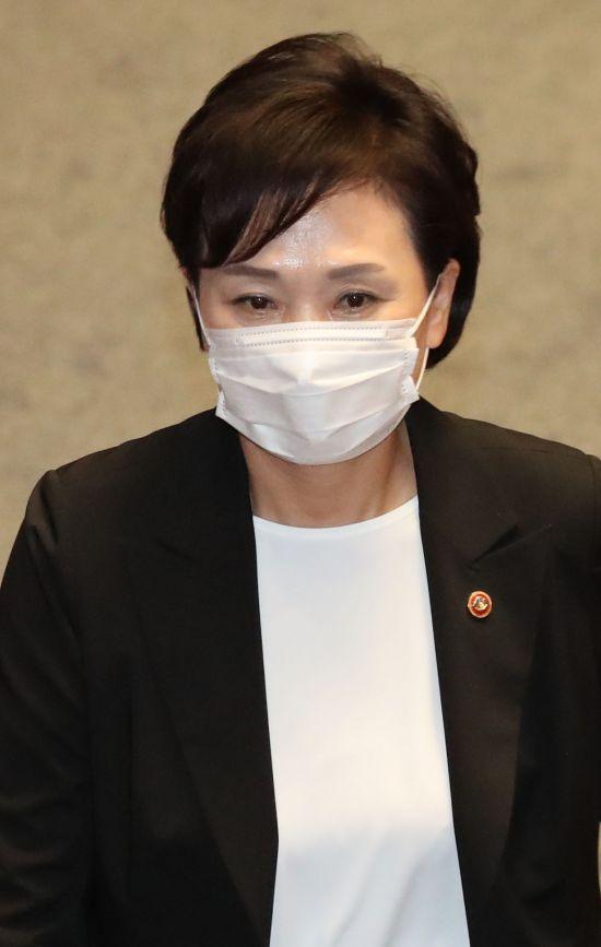 김현미 '최장수 장관' 기록…취임 약속 '주거안정' 이룰까