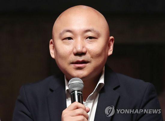"""주호민 """"천안함 북한 소행 맞다…내가 틀려"""" 인간어뢰설 그림 사과"""