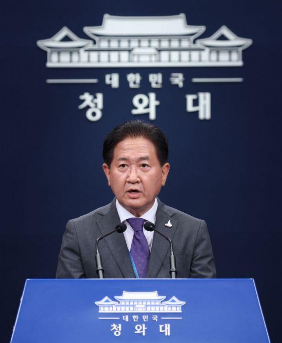"""""""세월호 7시간과 무엇이 다르냐"""" 문 대통령 행보 논란"""