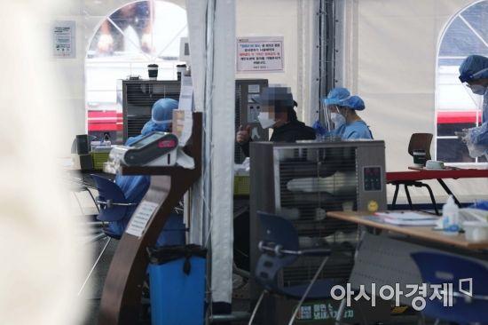 서울 어제 신규 확진자 25명 … 기존 집단감염서 추가 확진