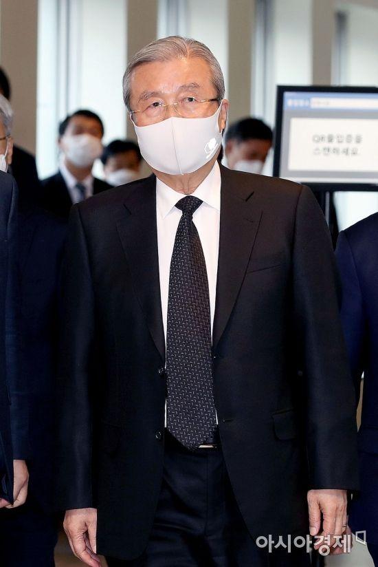 [포토] 고 이건희 회장 빈소 나서는 김종인