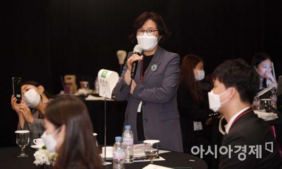 [포토] 참가자들에게 조언하는 멘토장, 이은숙 원장