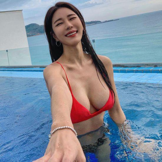 """[포토] 박시현 """"내 손 잡아봐요"""""""