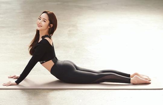 """[포토] """"유연한 편""""…박민영, 레깅스 여신 등극"""