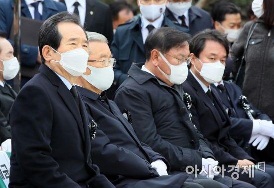 [포토] YS추모식 참석한 정 총리와 정당 대표자들