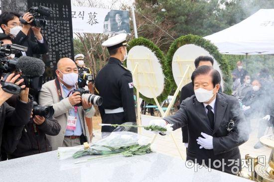 [포토] YS추모하는 박병석 국회의장