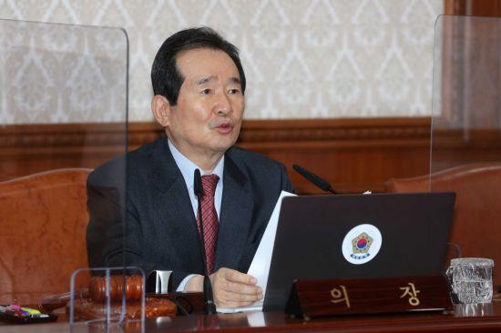 정총리, 문대통령에 '추미애-윤석열 동반사퇴' 방안 언급