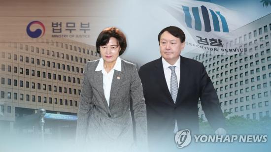 """""""선배님 너무 부끄럽다"""" 경희대 文 후배, '침묵' 문 대통령 비판"""