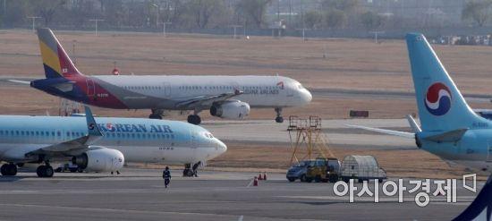 국내 항공사, 보잉 777 운항 중단…엔진 점검 진행