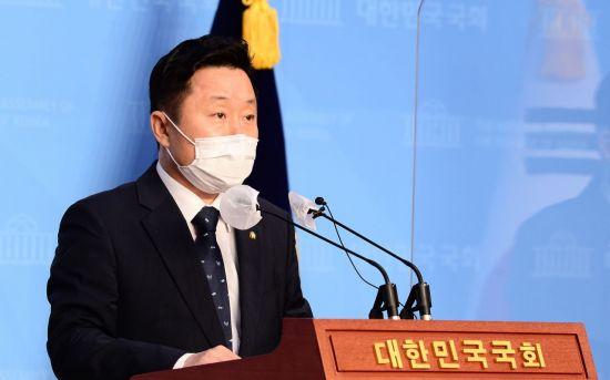 """민주당 """"文대통령 기자회견, 국민과 소통하려는 노력 돋보여"""""""