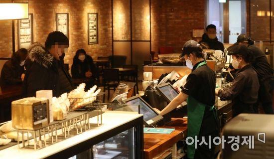 """[르포]56일만에 홀영업 재개 카페·헬스장…""""손님·회원님, 반갑습니다"""""""