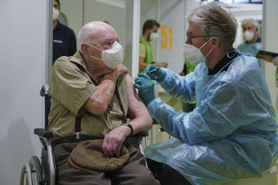 독일서 새로운 변이바이러스 발견...봉쇄조치 강화