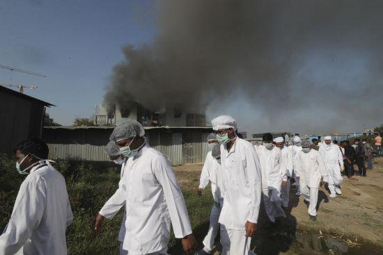 """세계 최대 백신 회사, 인도 공장 화재 … """"백신 생산은 무해한 것 같다"""""""