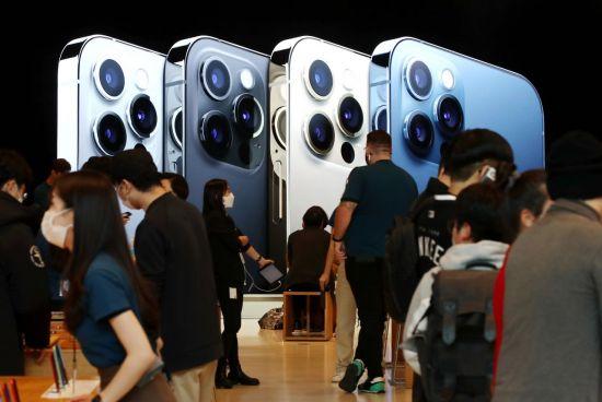 '아이폰12 효과' 애플, 삼성 제쳤다…작년 4분기 스마트폰 1위