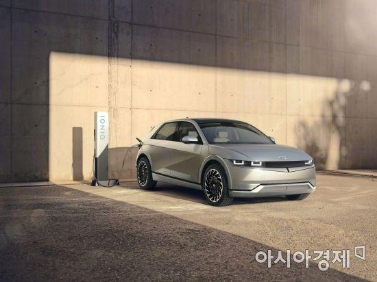 현대차, 아이오닉 5 첫 공개…테슬라의 '전기차 왕좌'에 도전장(종합)