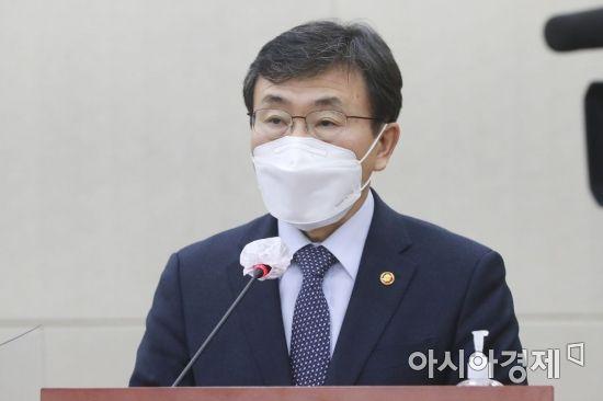 """권덕철 장관 """"3월말 국민연금 국내주식 허용범위 상단 초과"""""""