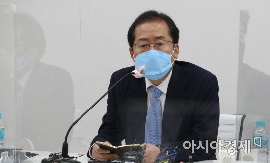 """홍준표 """"눈물겨운 승리…文, 정신 차리고 국민 핍박마라"""""""