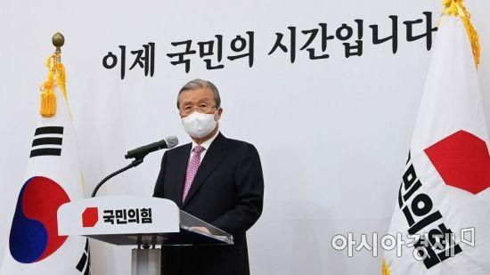 윤석열에 쏠리는 눈…김종인 역할론 주목