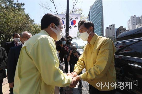 [포토]악수하는 오세훈 서울시장과 정원오 성동구청장