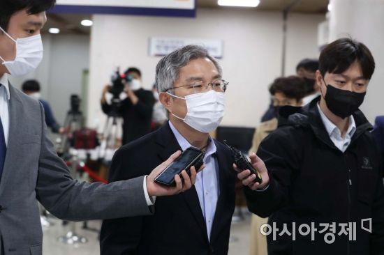 검찰, '공직선거법 위반' 최강욱 1심서 벌금 300만원 구형… '당선무효형'