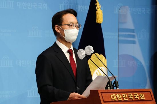 """조해진 """"임기 1년 남은 文 대통령, 원래대로 대한민국 되돌려 놔야"""""""