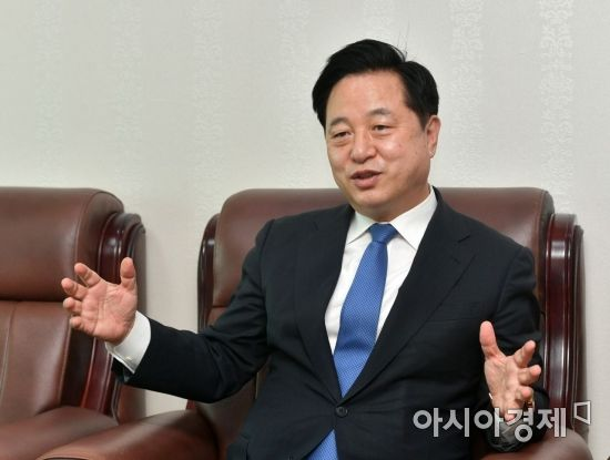 영남 기반 둔 김두관, 이재명 공개 지지…與 경선 판세, 더 기우나
