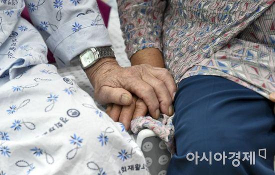 """""""물려준 재산 내놔라""""… 법무부, '불효자방지법' 논의 착수"""