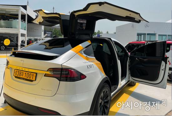 [단독]카카오모빌리티 '테슬라 모델X' 택시 선보인다